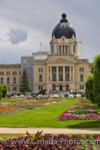 Picture of the Queen Elizabeth II Gardens and the Legislative Building in Regina, Saskatchewan.