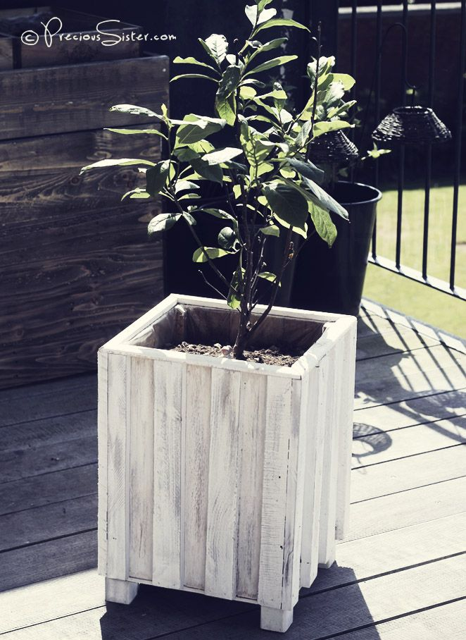 1000 ideas about pallet flower box on pinterest flower for Wooden plant pot ideas