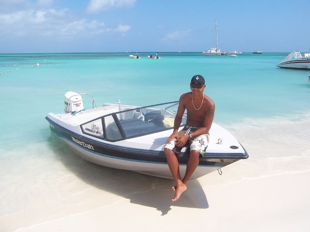 """Aruba Beach - Check out """"Dine On Aruba"""" vacation packages! #aioutlet"""