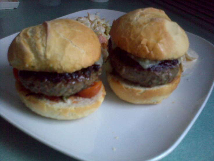 Simple tomato sliders with coleslaw