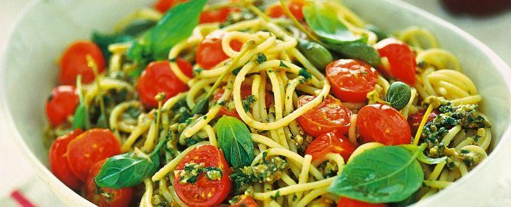 RICETTA ESTIVA spaghetti-con-pomodorini-e-pesto-alleoliana