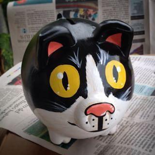 Otro gato!  #art #artwork #alcancía #ilustración #illustration #paint #pintura #piggybank  #design #dibujo #diseño #estilo #marranito #handmade #hechoamano #cali #cool  #colombia #customemade #regaloperfecto #ahorro #gato #miau #blancoynegro