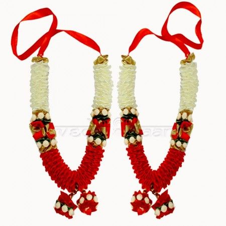 Buy online Puja Mala and Deity Garland online from Vedicvaani.com garland online shopping Nandini Flower Haar, Artificial garland made of Satin flowers. Flower garlands have the capacity of uplifting the aura of any place, a smile on your face just through their presence. These garlands are ideal for offering on deity idols, altar, entrance doors. It is a sign of welcoming and invoking the blessings of a deity.