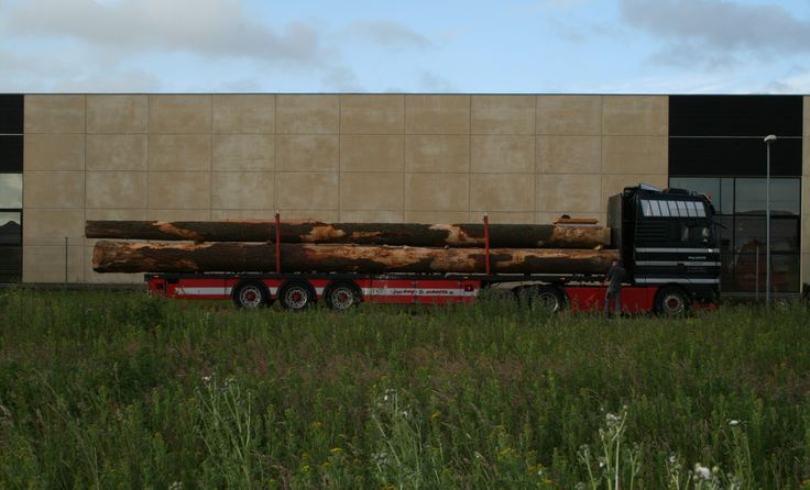 15 meters long logs being delivered