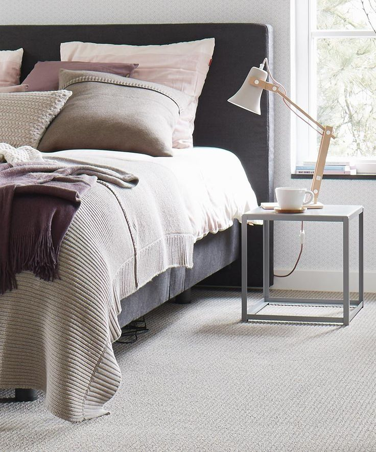 Katoen, linnen, wol, breisels en zachte vloerbedekking maken het interieur aangenaam en comfortabel. Desso Airmaster for Home
