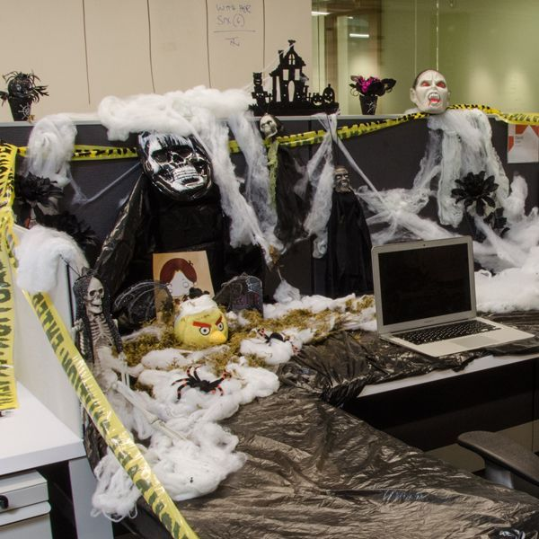 100 Halloween Cubicle Decorating Contest Photo