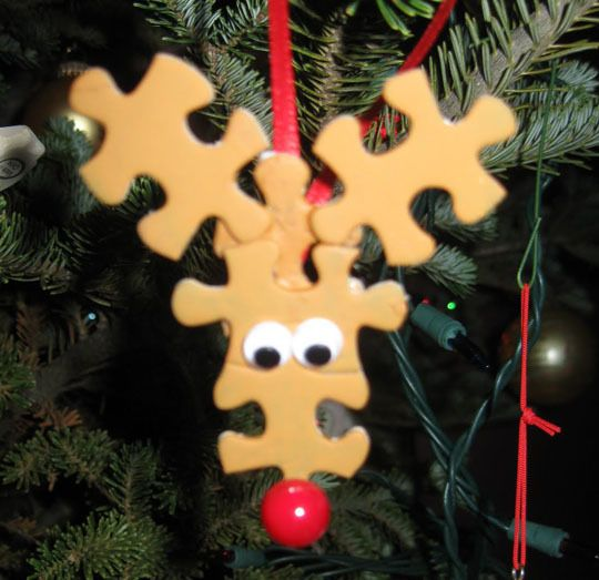 Easy Reindeer Ornament using puzzle pieces. Best for Elementary.