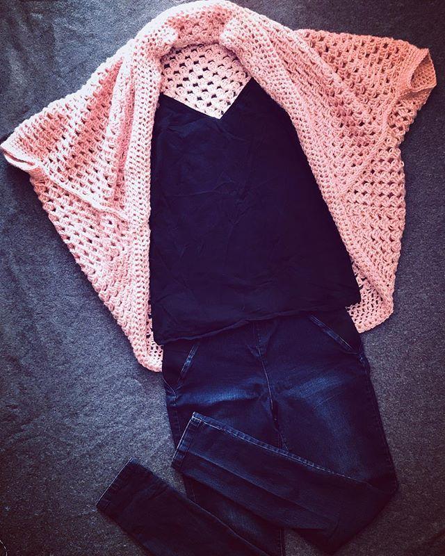 The new iShrug paired with a cute tank and your go to jeans! Its feeling like spring outside here in Winnipeg and I am loving it!!      #feelslikespring #crochet #crochetshrug #ywg #winnipeg #etsy #shoplocal #handmadelive #handmade #crochetaddict #crochetersofinstagram #crochetlove #maker #ourmakerlife #makersgonnamake #makestuff