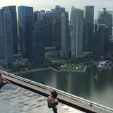 Quer sentir um pouco como é estar na piscina mais famosa do mundo em Singapura? Dê o play!  #essemundoenosso #singapore #cingapura #singapura #marinabaysands #viagemestadao #missaovt #earth_deluxe #vacations #CBViews #amoviajar #viagem #viajar #tags4likes #tagsforlikes #instalike #instatravel #photography #photooftheday #picoftheday #asia #instaphoto #falandodeviagem #traveladdict #travelawesome #awesomelifestyle #bestdestination #video