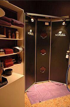 Spray tanning booth