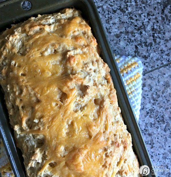 Bierbrot Rezept mit Knoblauch und Käse Knoblauchkäsebrot jeglicher Art ist de …   – Bread!