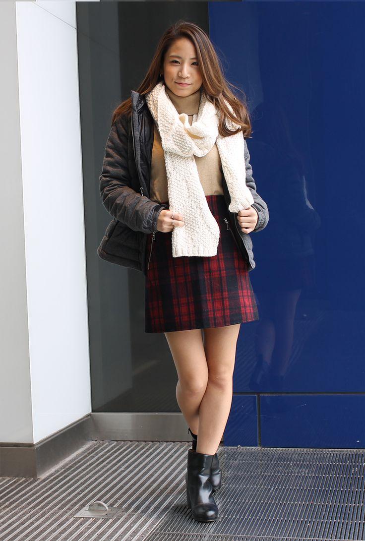 【フラッグシップ原宿スタッフ注目コーデ】 チェック柄のミニスカートは王道のモテアイテム。ベージュのタートルニットを合わせてガーリーな着こなしに。 セーター (Color:ベージュ/¥3,900/ID:981973/着用サイズ:S) スカート (Color:レッドチェック/¥6,900/ID:139890/着用サイズ:0x3) マフラー (Color:ホワイト/¥5,900/ID:141552/着用サイズ:0x4) その他:参考商品 スタッフ身長:153cm ■オンラインストアはこちら http://www.gap.co.jp/browse/subDivision.do?cid=5643 ■フラッグシップ原宿  http://loco.yahoo.co.jp/place/g-NGqr9rKmVZc/