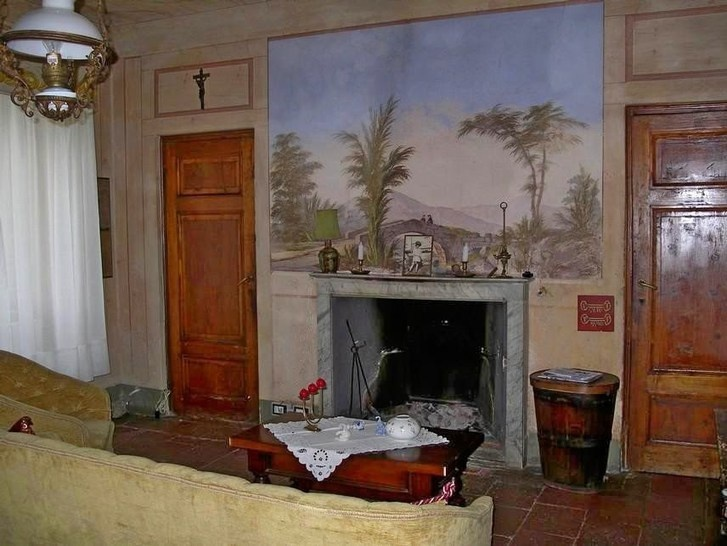 Frescoed interior in villa Pieve, Lucca. Tuscany property for sale. Real estate Italy. www.lucaevillas.it