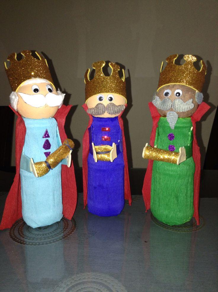 Los reyes magos hechos con botellas de yogurth y bolas de - Bolas de navidad ...