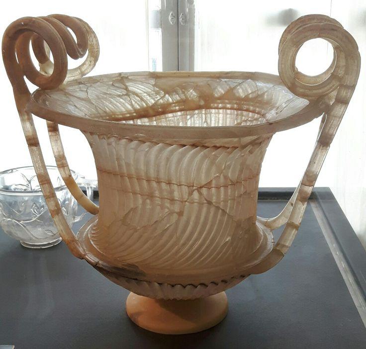 Urna cineraria in alabastro.  Età  augustea. Museo Archeologico Nazionale di Capodimonte