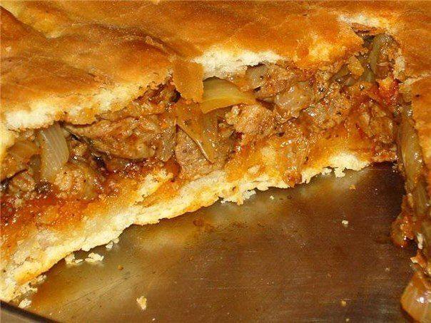 Еще больше рецептов здесь https://plus.google.com/116534260894270112373/posts  Месник или попросту - пирог с мясом (болгарская кухня)  Ингредиенты:  - 700-800 гр свинины  - 3 большие луковицы - 1 столовая ложка красного перца или паприки  - приправы - соль, перец  Тесто:  - кубик с пол спичечной коробки живых дрожжей  - приблизительно 500 гр муки  - 1,5 стакана молока  - 50 мл растительного масла  - 1/2 чайной ложки соли   Нарезать лук. Нарезать мясо на очень мелкие кусочки.  Обжарить…