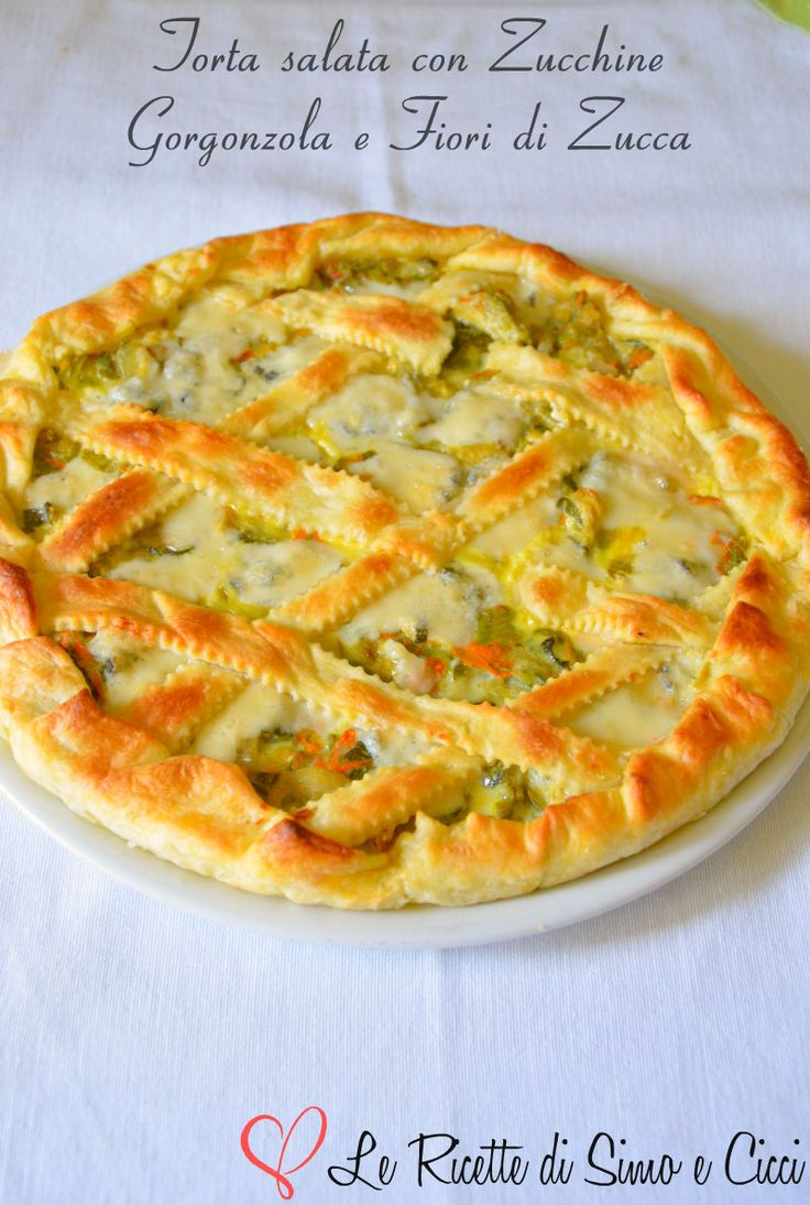 La Torta salata con Zucchine Gorgonzola e Fiori di Zucca e' un rustico molto saporito realizzato con un disco di pasta sfoglia che racchiude al suo interno