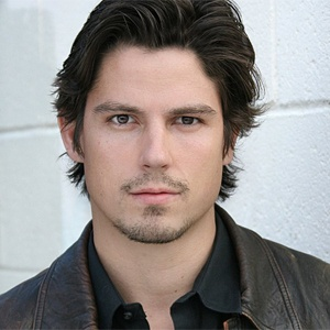 Sean Faris joins Pretty Little Liars!
