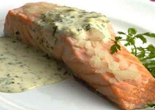 Ароматный лосось Праздничный с особым соусом Для приготовления блюда Ароматный лосось Праздничный с особым соусом необходимы следующие ингредиенты: лосось, а именно филейная часть, порезанная порционно (расчет на шесть кусочков, которые по весу должны быть примерно 120-130 гр); две чашки (небольшие, 200-250 гр) молока, по две ст. ложечки сока выжатого свежего лимона и муки, по четыре столовые ложечки масла – сливочное и оливковое; немножко укропа (возможно взять как сушеный, так купить и…