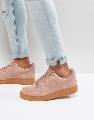 best website bacf6 de372 Follow yonce & get posts on the daily @hayleybyu Nike - Air Force 1 '07 Lv8  - Baskets en daim - Rose AA1117-600