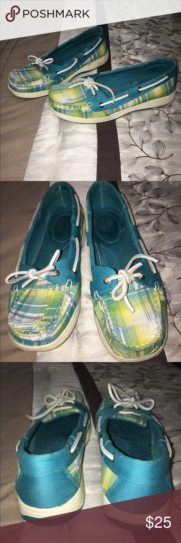 CROFT&BARROW BOAT SHOES CROFT&BARROW TURQUOISE  YELLOW N WHITE BOAT SHOES WORE ONE TIME EXCELLENT CONDITION SIZE 7M croft & barrow Shoes Flats & Loafers