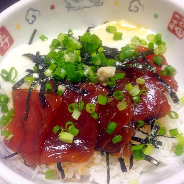 お買い得の切り落とし。とろろを足せば2人分の夕食に。 - 8件のもぐもぐ - まぐろ漬け・とろろ丼 by ykawami