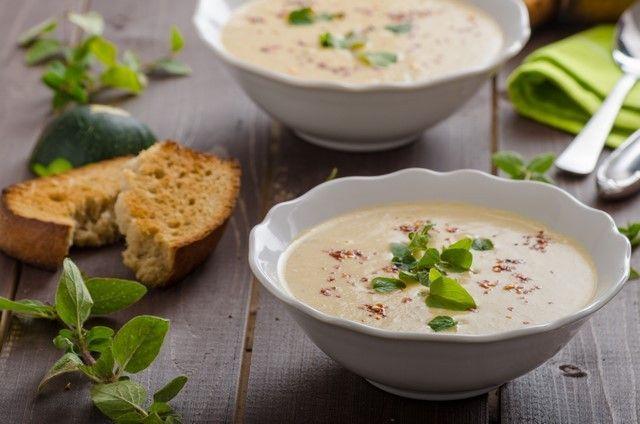 Vellutata di Zucchine, #ricetta arricchita dall'#OliodiPistacchio e dalla freschezza del #Balsamico di Limone e Zenzero. Perfetta per diete vegetariane! ;)