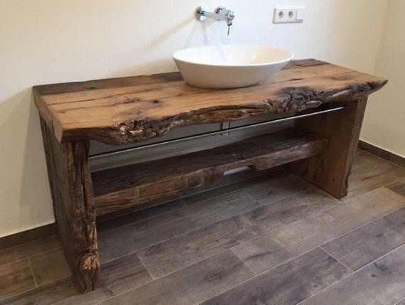 Ein absolut robuster Waschtisch aus einem sehr altem Eichenbalken. Das Holz wurde speziell bearbeitet, damit es der Feuchtigkeit Stand hält. Die Ober…
