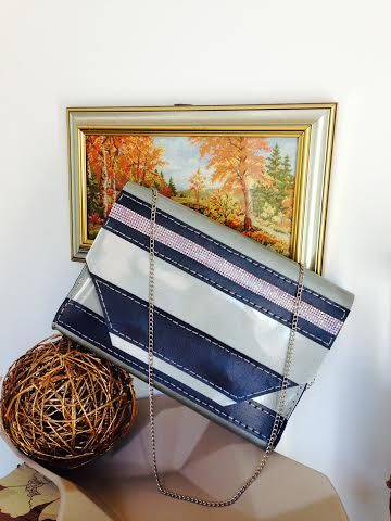 Pearl grey and navy blue turns out a chic combination for a beautiful bag! #handmade #bag #nicolebags