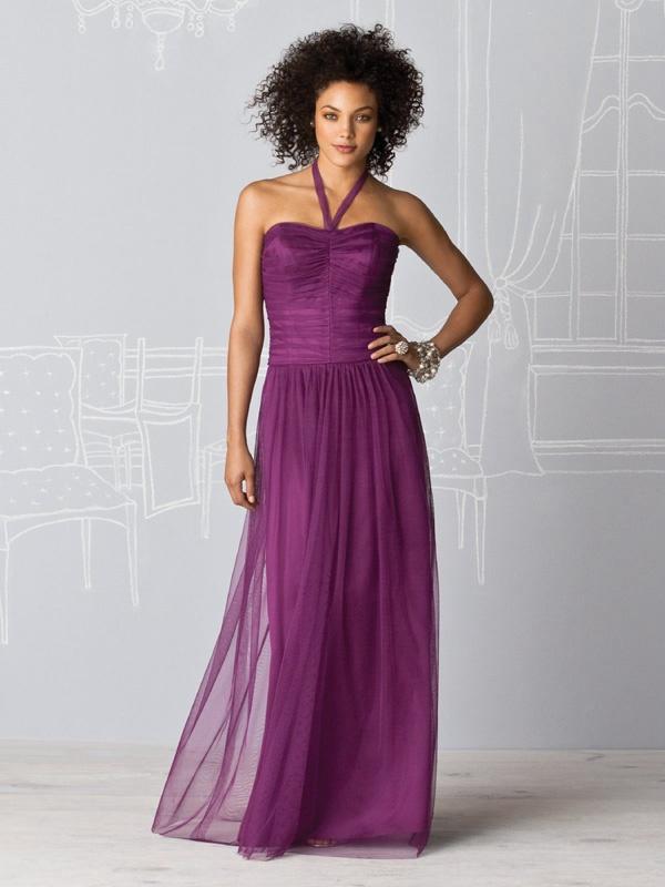 Urocza zwiewna suknia z szelką na szyję. Suknie Noviamor. BB1015