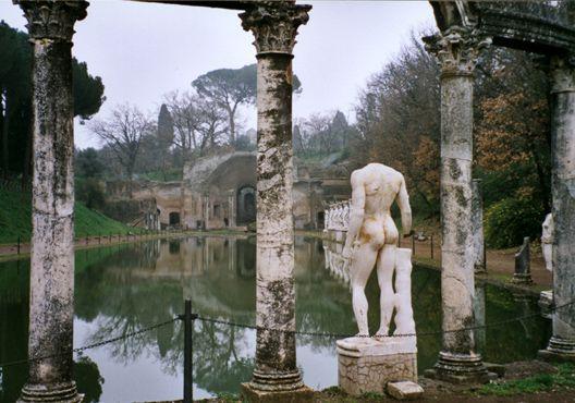 Bassin de la Canope, villa Adriana, Tibur (Tivoli)