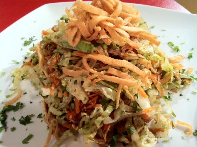 Ensalada de pollo asado y tortillas fritas  :: www.virginiademaria.cl