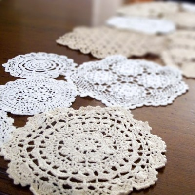 Doilies table runner tutorial  by:-Katrinshine
