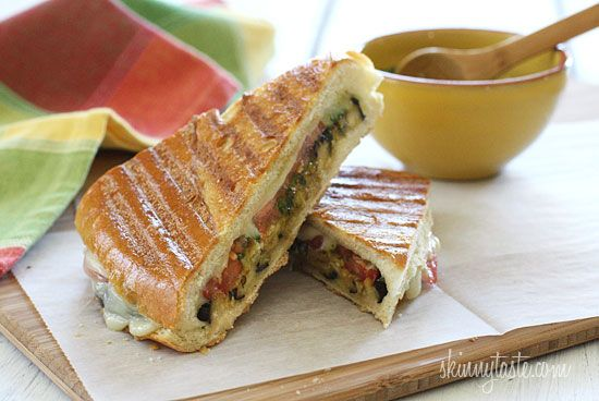 Eggplant Panini with Skinny Pesto – A perfect summer meal made with grilled eggplant, tomatoes and mozzarella. #meatlessmondays #vegetarian