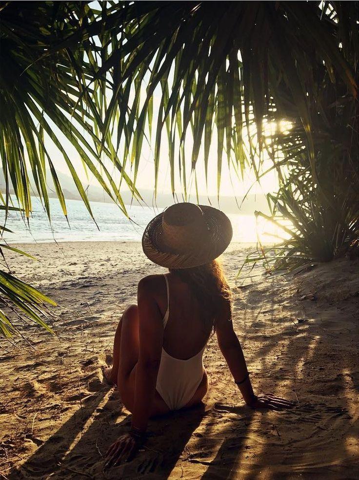 📷 @giulia_donnini 'enjoythesunset  Ph @29lucaranda'  #girlsborntotravel #iamatraveller #bikinilife #beachlover #summervibes #islandlife #thesimplethings #travelgram #travelphotography #traveldiaries #exploringtheworld #lifewelltravelled #instamoment #paradise #fun #giliguide#vacationmode #summertime #gili #giliasahan #lombokexperience #mylombok#giliguide#explorelombok #giliisland #thegiliway #gililife#wonderfullombok #lombokfriendly #gilibible