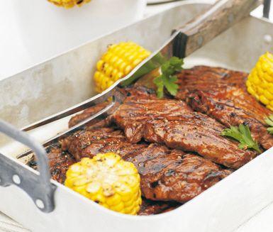 Underbart saftigt recept på BBQ-marinerad entrecôte med kreolspett perfekt till grillen i sommar. Du marinerar köttet och serverar det tillsammans med spett av grönsaker som majs, rödlök och paprika. Servera med en härlig grönsallad!