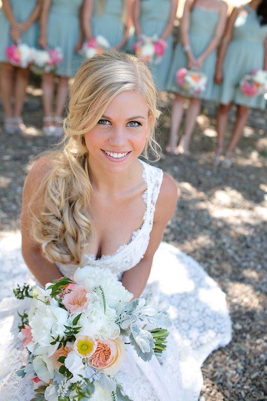 Les 25 meilleures idées de la catégorie Coiffures de mariage côté sur  Pinterest