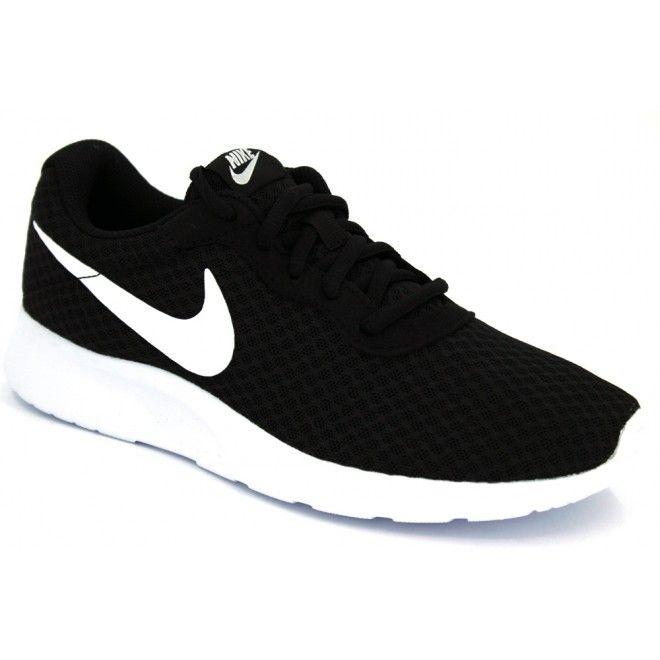 Nike WMNS Tanjun 812655 zapatillas deportivas para mujeres activas. Este calzado esta hecho con materiales textiles para que tengamos una buena transpiración. La plantilla interna está acolchada y la mediasuela de EVA es gruesa y cómoda. Suela externa sintética, flexible y con agarre