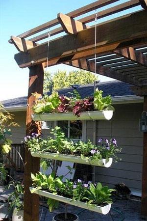 Jardim sustentável e suspenso. Uma boa ideia para a lateral da minha varanda.
