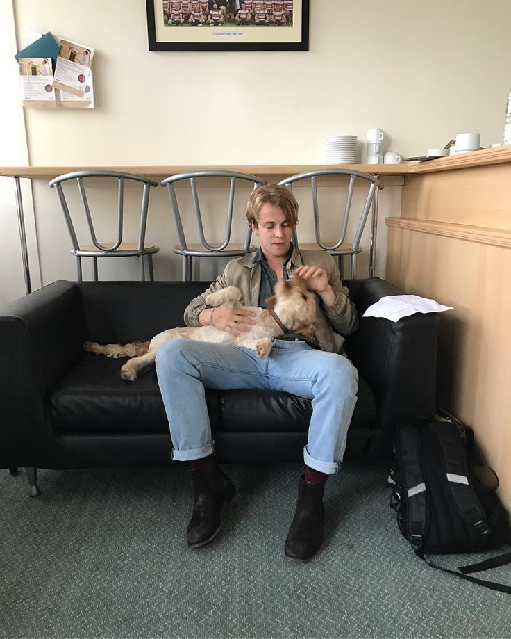 Tom Odell sur Instagram : bob and i pre show warm up exercises. very serious