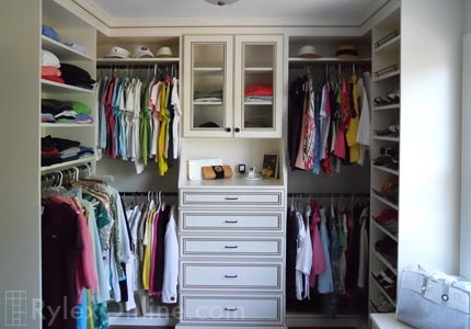 I need this closet...except with a bigger area to hang clothes.