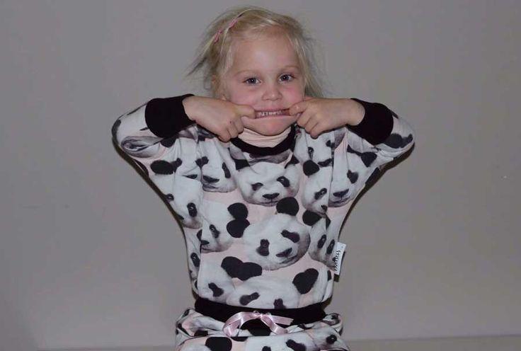 Julia panda dress, Deze zomer maakte ik voor mijn dochter een Julia. Ze was er niet gek van, teveel zwart. Balen. Maar hé, maak een jurk van je Julia ... bedankt Marte,...  #contest2015 #plain&simple