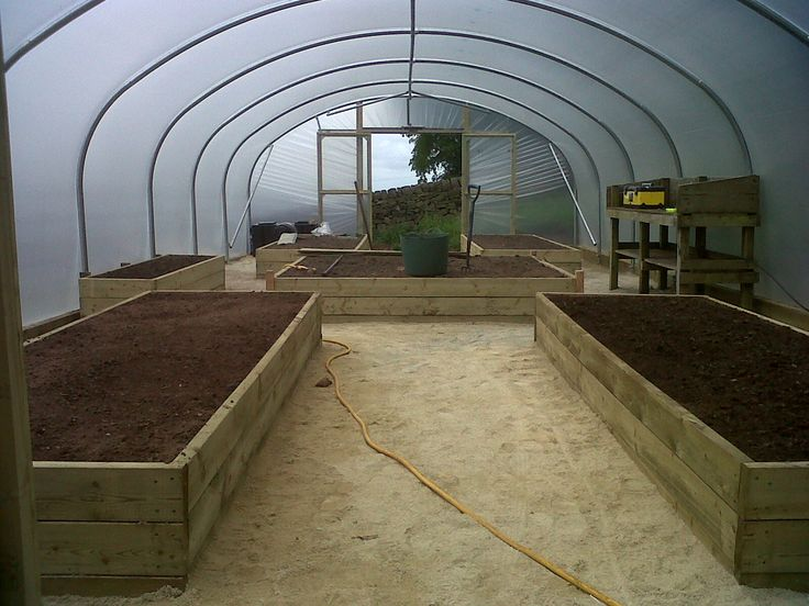 Raised beds layout for an 18ft wide x 42ft long polytunnel.  http://www.premierpolytunnels.co.uk/shop/polytunnels/18ft-wide/