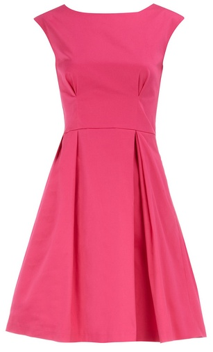 Hot pink with a touch of elegance through the sober cut.