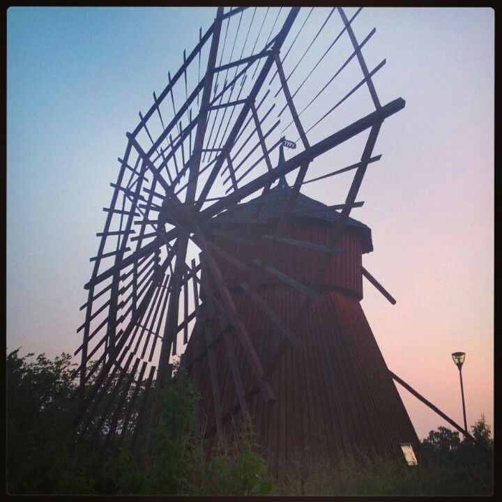 We found from Uusikaupunki four different kind of windmills. This one had the most interesting structure and feeling.