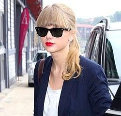 Taylor Swift in Ray-Ban Black Classic Wayfarers RB2140. Sunglasses ...
