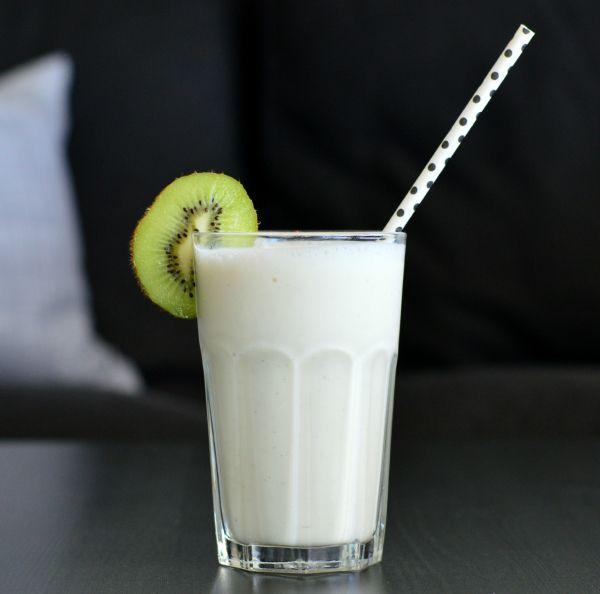 Luftig vanilje milkshake - uten tilsatt sukker (Bakekona)