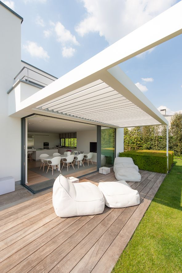 Outdoor entertaining - 180 Linear opening louvre roof