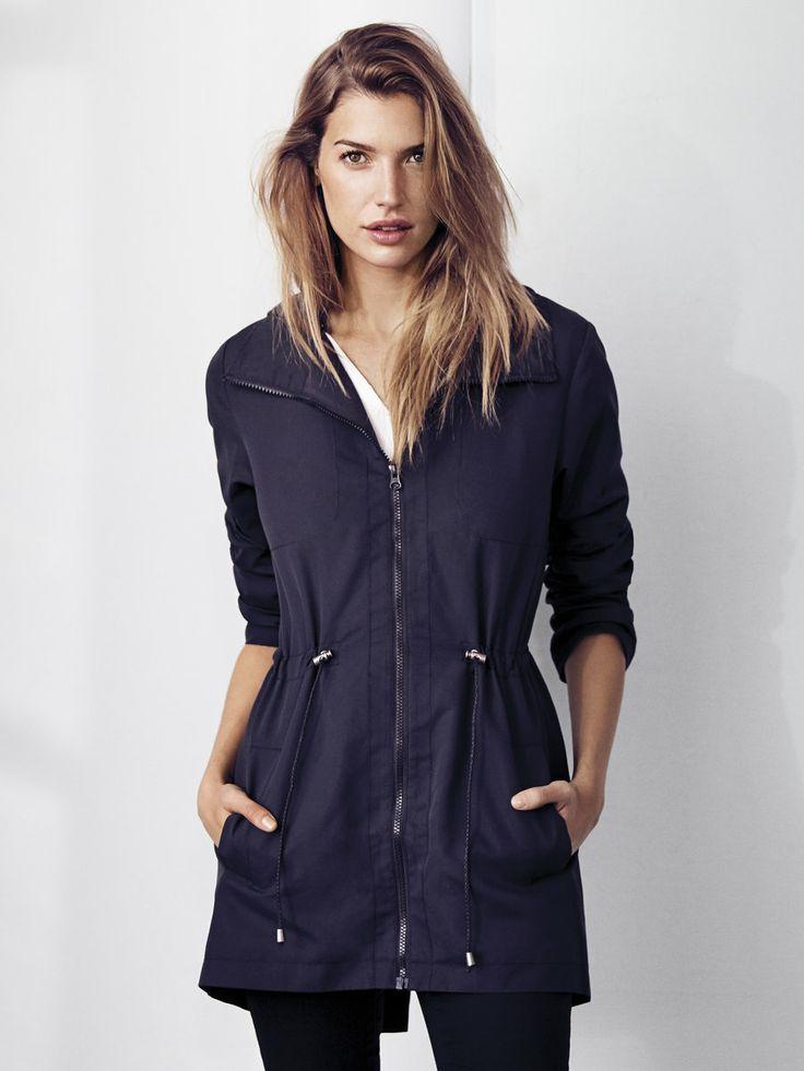 Parka básica disponible en azul y negro. #Vilaclothes #jackets