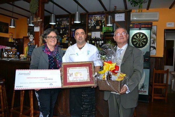 La concejal Ermitas Moreira y el presidente de la Fecao, José Antonio Santana, presidieron la entrega de premios, que fueron designados por votación popular